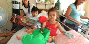 'Channel of Hope' bring Christmas Presents to Children in Tacloban