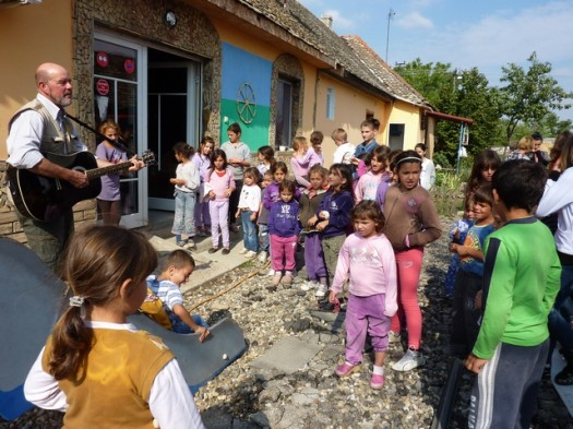 Music therapy with Roma children